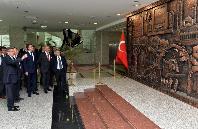 Bakan Çelik'ten Belediye'ye ziyaret