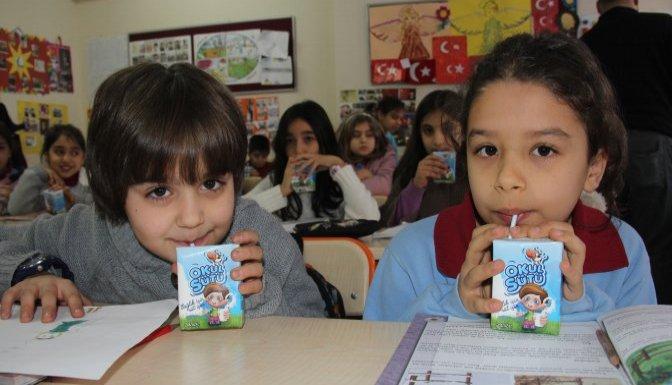 Çocuklar Günde 2 Bardak Süt Tüketmeli