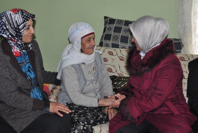 Kadınlar Gününde en yaşlı kadına ziyaret