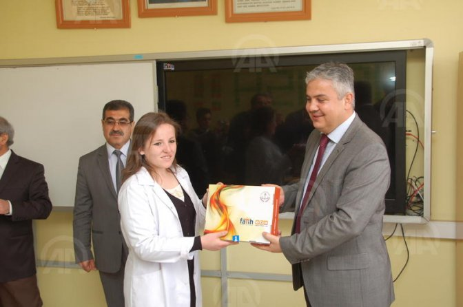 Afşin'de 9. sınıflara tabletler dağıtıldı