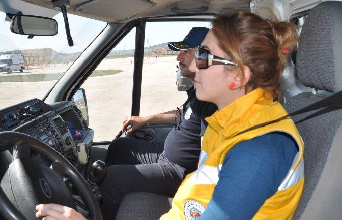112 personeline ileri sürüş eğitimi