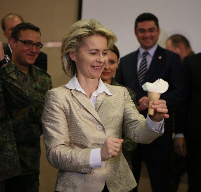 Alman Bakan Dondurma Şovunu Çok Sevdi