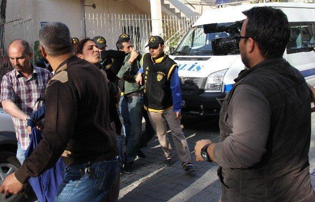 Soydukları Evde Kıyafet Değiştiren Hırsızlar Yakalandı