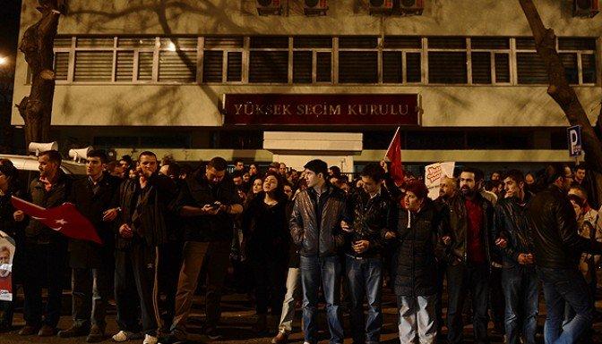 YSK önünde protesto