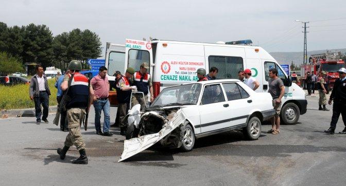 Öğrenci servisi ile otomobil çarpıştı: 1 ölü, 14 yaralı