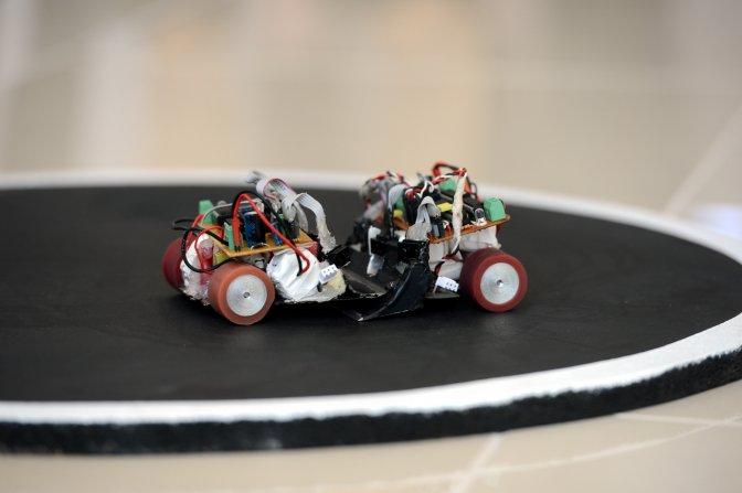 Üniversite öğrencileri robotları yarıştırdı