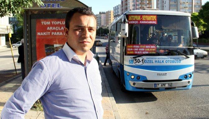 Halk otobüsü şoförünü yolcuların önünde darbettiler