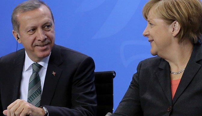 Başbakan Erdoğan Merkel ile telefonda görüştü
