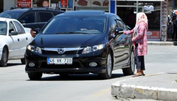 Elbistan'lı sürücüler artan dilencilerden rahatsız