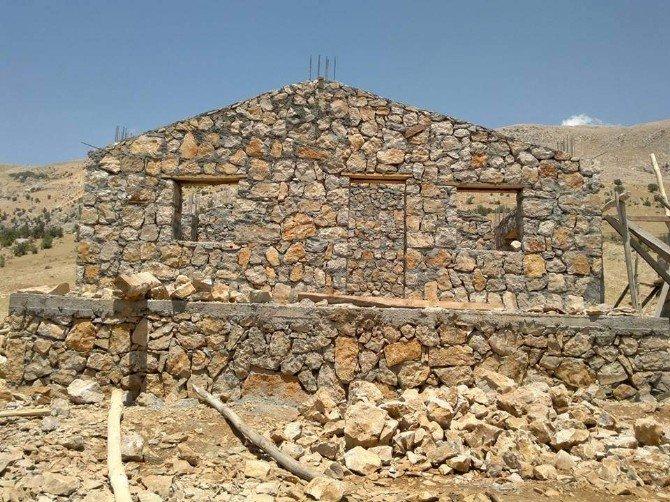 Yayla Turizmi İçin Taştan Evler