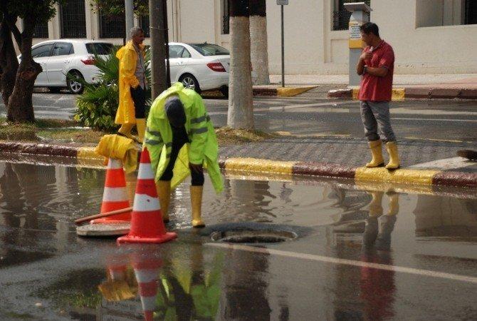 İskenderun'da Şiddetli Yağış Hayatı Felç Etti
