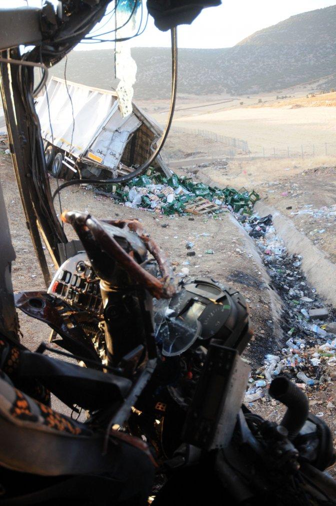 Otobüs kamyona çarptı: 1 ölü,  26 yaralı