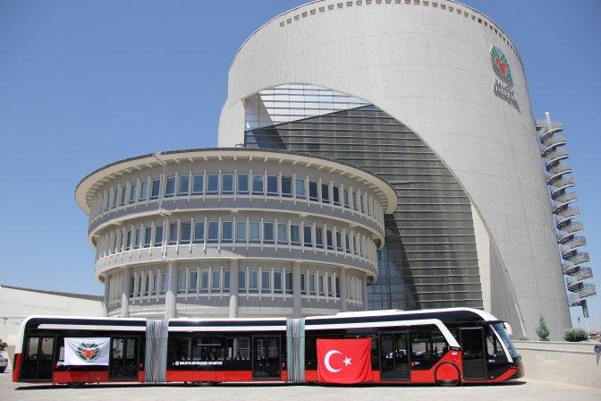 Büyükşehir Belediyesi 2 trambüsü teslim aldı