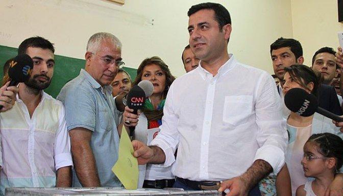 Demirtaş oyunu Diyarbakır'da kullandı