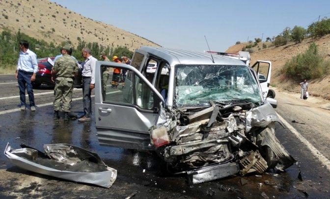 Düğün Aracı Kaza Yaptı: 1 Ölü, 8 Yaralı