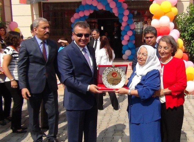 'Hayırsever Teyze' Evini Satıp Okul Yaptırdı!