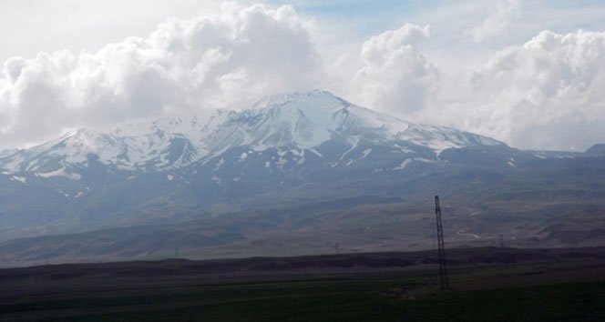 Yılın ilk karı Süphan Dağı'na!
