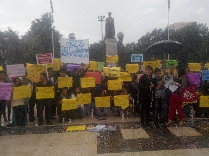 Atanamayan Öğretmenler Yağmur Altında Eylem Yaptı