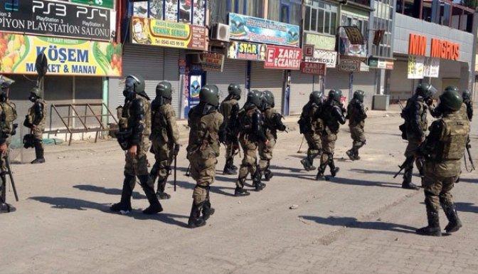 Ağrı'da asker sokağa indi!