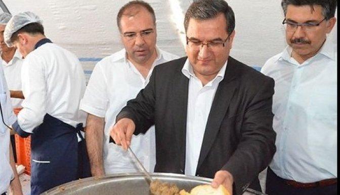 Suriyelilere kavurma dağıtıldı!
