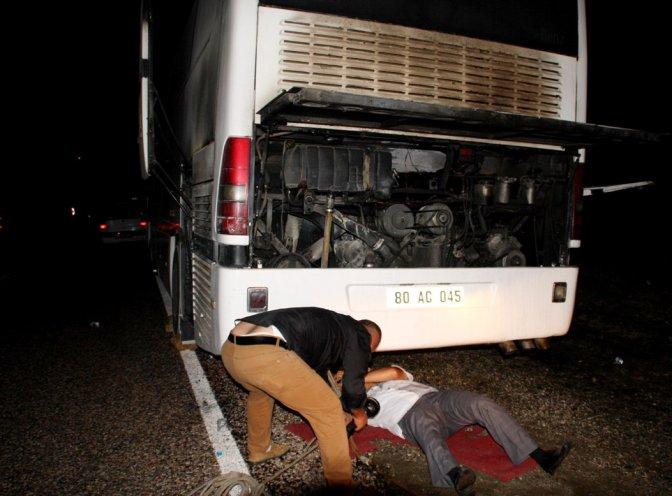 Yolcu Otobüsü Seyir Halinde İken Alev Aldı