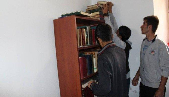 Gençler Camileri Temizliyor