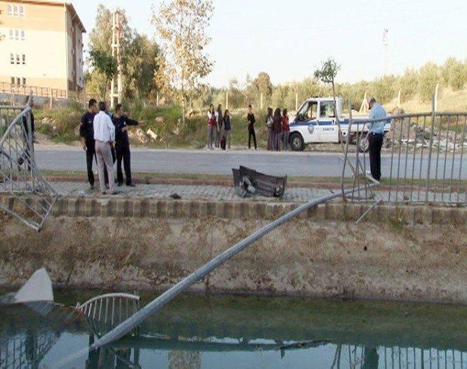 Bayan Sürücü Fren Yerine Gaza Basınca Kanala Uçtu