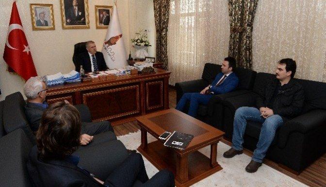 Fotoğraf sanatçıları başkan Mahçiçek'i ziyaret etti
