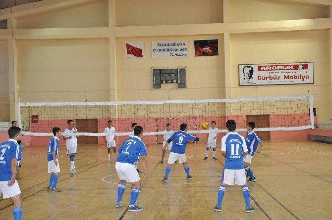 Elbistan'da Voleybol Turnuvası Başladı