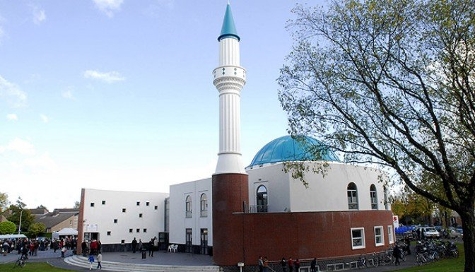 Hollanda Özgürlük Partisi camiler kapansın dedi!