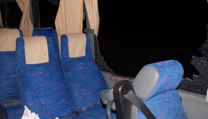 Kamyon, yolcu minibüsüne çarptı: 3 Yaralı