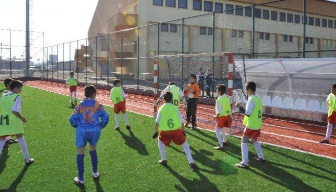 Okul sporları, voleybol ve futbolla devam ediyor
