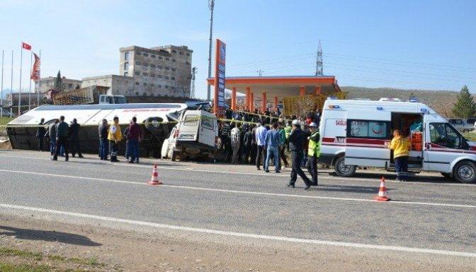 Yolcu Otobüsü İle Minibüs Çarpıştı: 5'i Ağır 20 Yaralı!