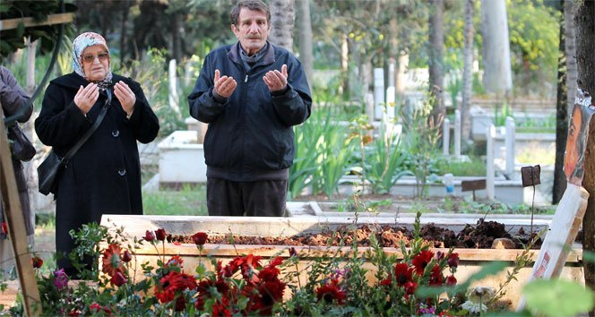 Özgecan'ın mezarına ziyaretçi akını!