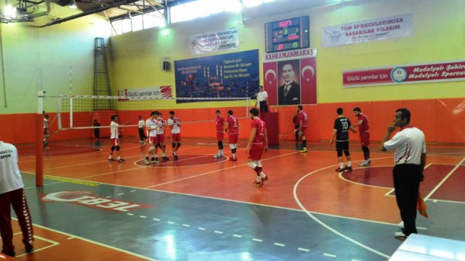 Büyükşehir Voleybol takımı galibiyetle yerini korudu