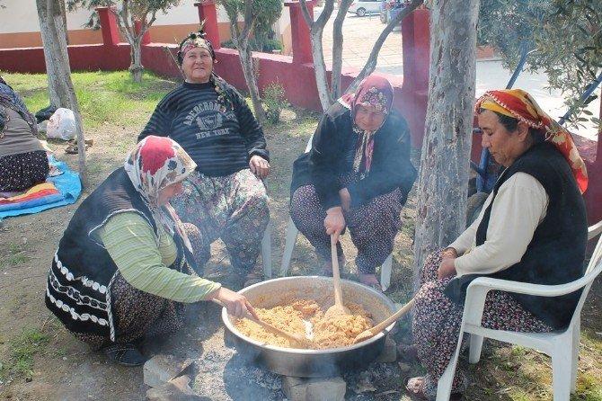 Ev Hanımları, Şehitler İçin Mevlit Okuttu Helva Dağıttı