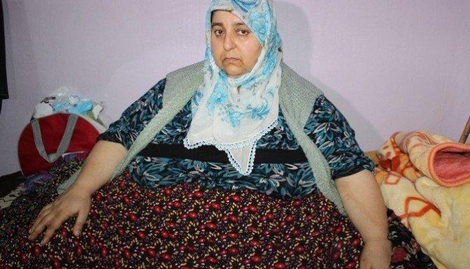 Aşırı kiloları yüzünden evinde hapis hayatı yaşıyor