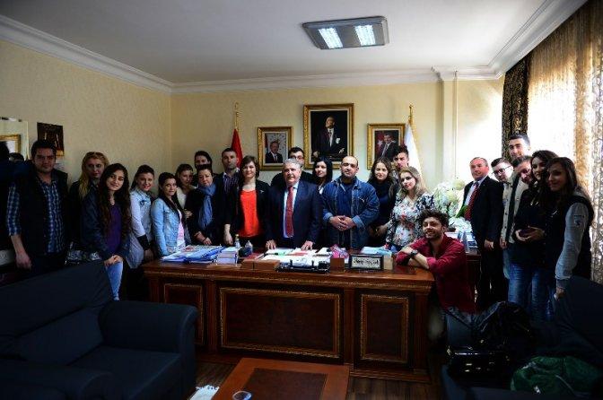 Mahçiçek'ten Romanyalı Öğrencilere Demokrasi Dersi