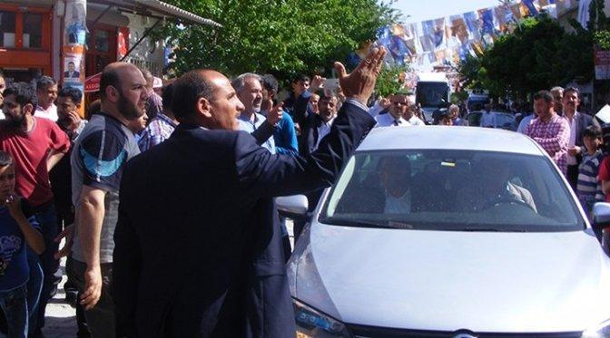 Aday tanıtımına giden AKP'liler yuhalandı!