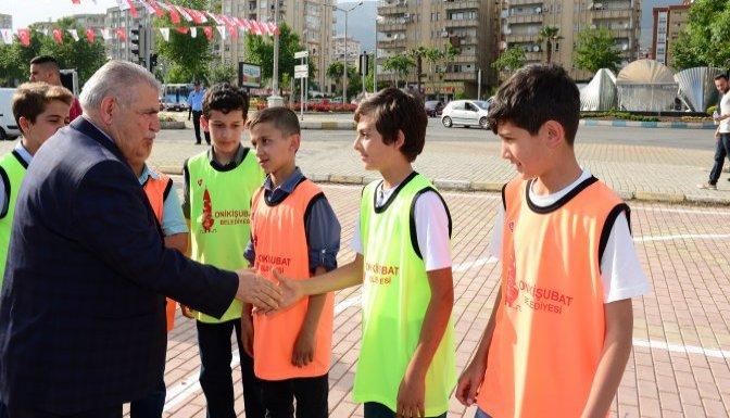 Onikişubatlı gençler, sokak basketboluyla eğlendi