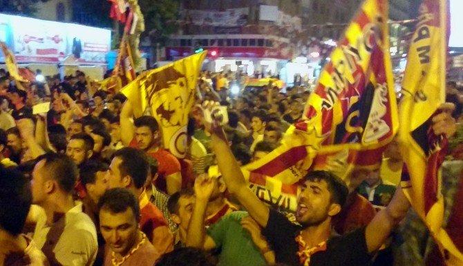 Galatasaraylıların Derbi Sevinci