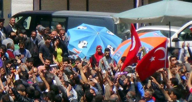 HDP'de Türk bayraklı kutlama!