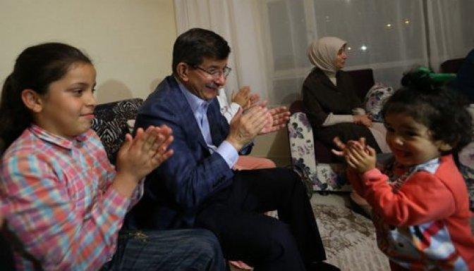 Davutoğlu'dan sürpriz iftar ziyareti!
