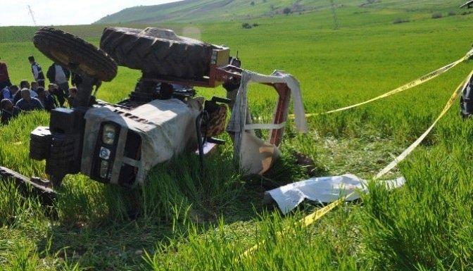 Traktör sürücüsü feci şekilde hayatını kaybetti!