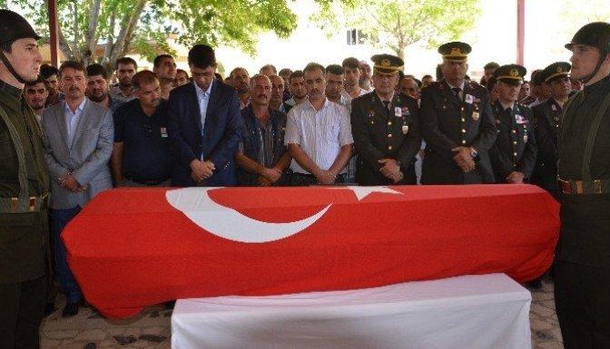 Türkoğlu'da kazada ölenler toprağa verildi