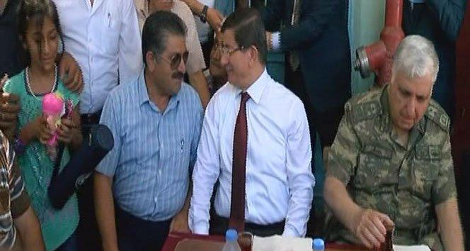 Başbakan Davutoğlu Elbeyli'yi ziyaret etti!