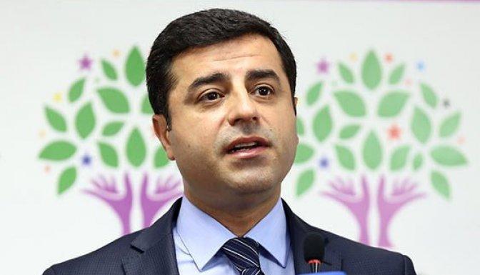 Demirtaş: Davutoğlu görevi iade etmeli!