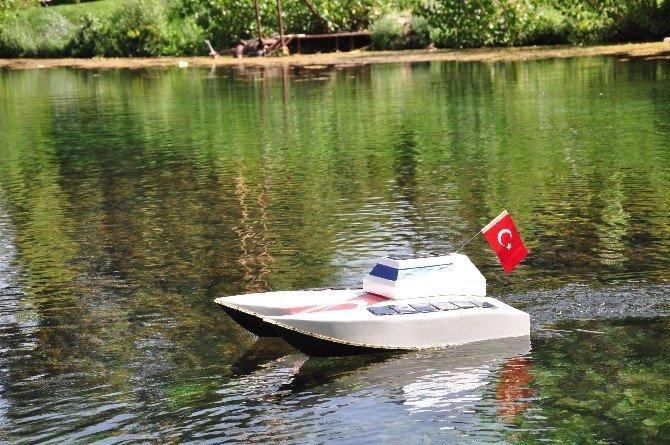 Elbistanlı Genç, Güneş İle Çalışan Tekne Yaptı!