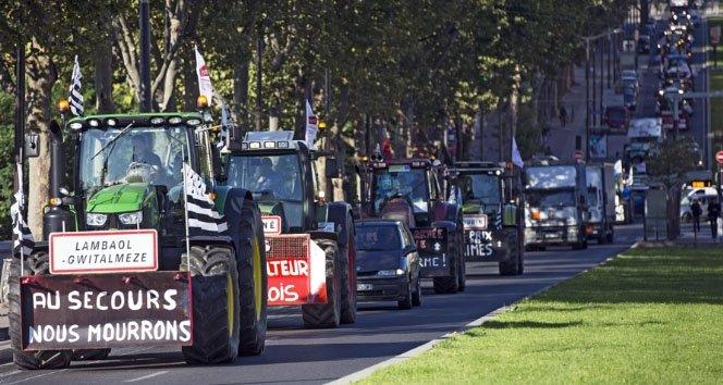 Paris'i traktörlerle istila ettiler!