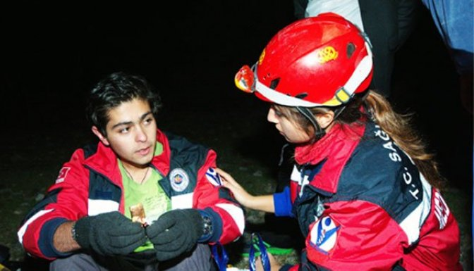 Dağda kaybolan öğrenci 7 saat sonra bulundu!